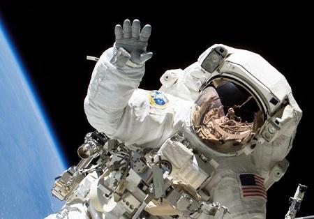 Astronautii fantoma