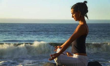 Yoga la malul marii