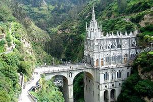 biserica-gotica-Las-Lajas-Columbia