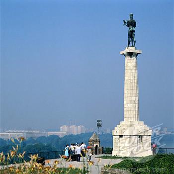 statuia-invingatorului