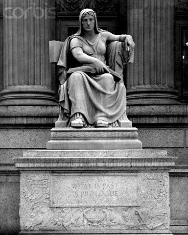 Statuia lui Clio muza istoriei si a poeziei epice