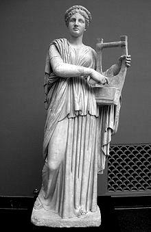 Statuia lui Erato muza poeziei erotice