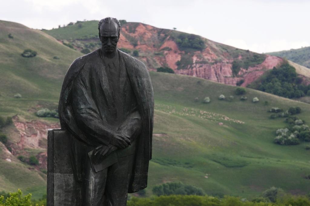 Statuia lui Lucian Blaga