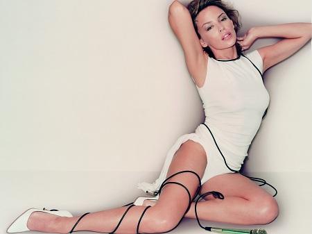 Kylie Minogue, mai sexy si mai provocatoare