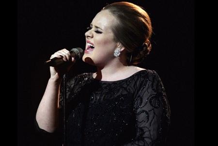 Adele, prima cantareata cu trei piese in fruntea Billboard Hot 100