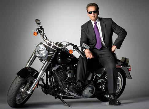 Arnold Schwarzenegger pe Harley Davidson