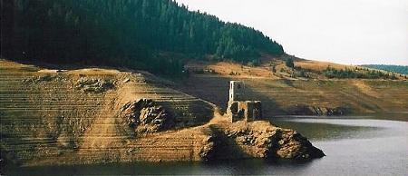 Biserica de sub lac de la Belis, judetul Cluj