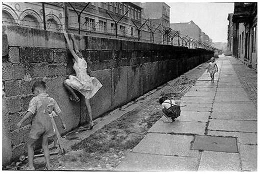 Cei care incercau sa evadeze (Zidul Berlinului)