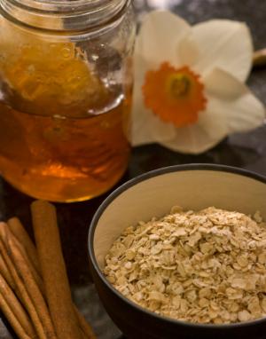miere si fulgi de ovaz - remedii pentru cosuri