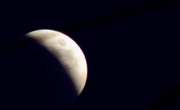 Eclipsa de luna din 15 iunie 2011 (foto: adevarul.ro)