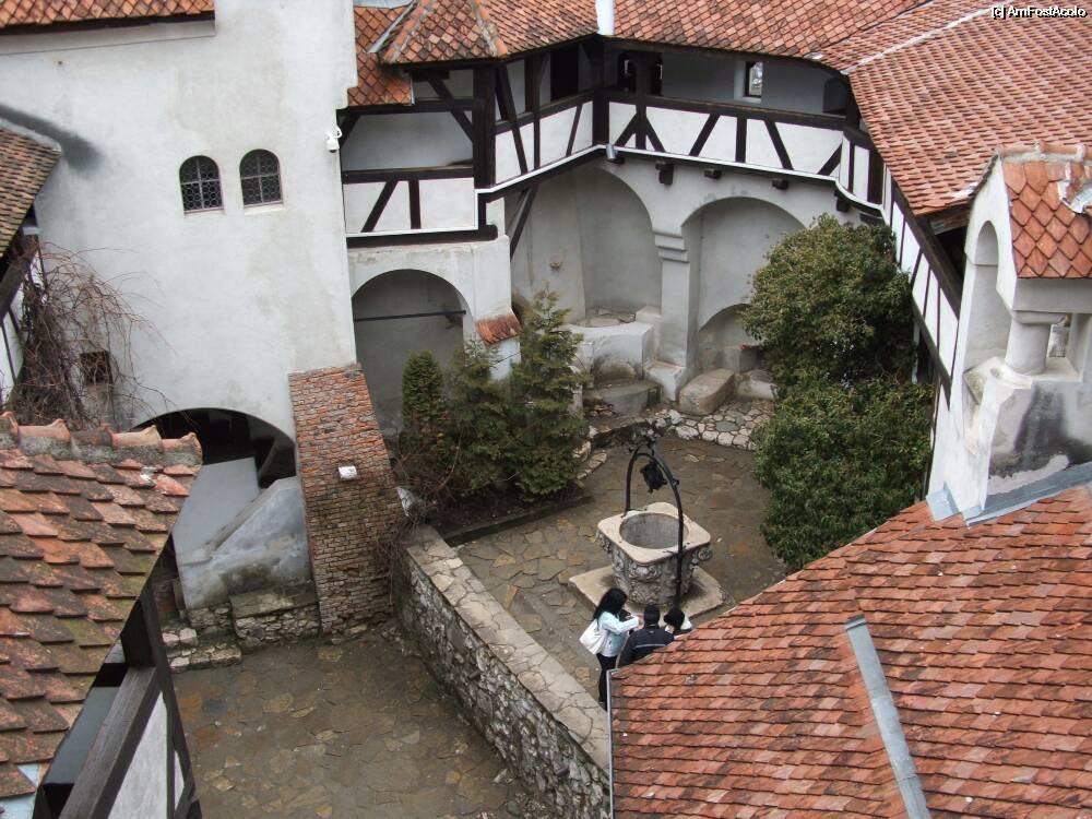 Castelul Bran curte interioara