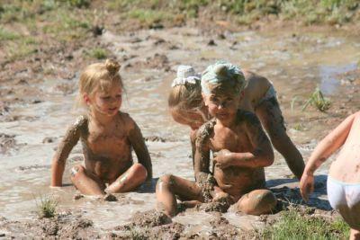 copii in noroi