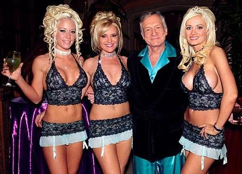 Hugh Hefner alaturi de fostele sale iubite