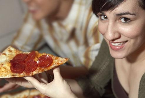 femeie-pizza