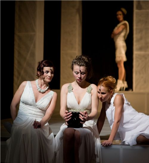 spectacolul Legaturi primejdioase pe scena Teatrului Maghiar
