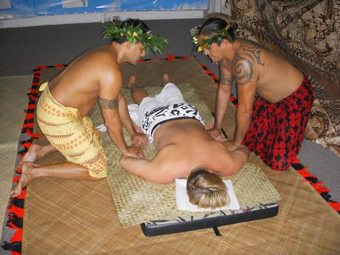 Lomi_Lomi_in_Hawaii