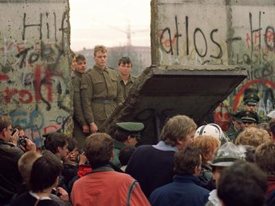 soldati la Zidul Berlinului