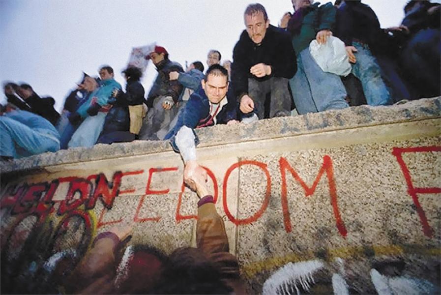Zidul Berlinului - bariera ce a marcat un intreg popor