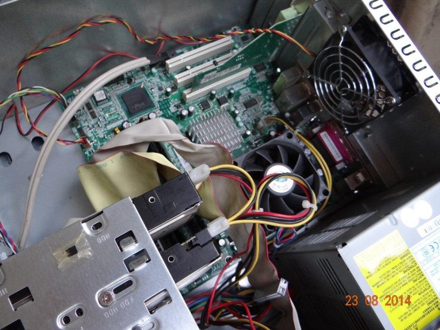 UNITATE HP COMPAQ CU MONITOR BENQ 17'' (44CM) CU ACESORII NOU