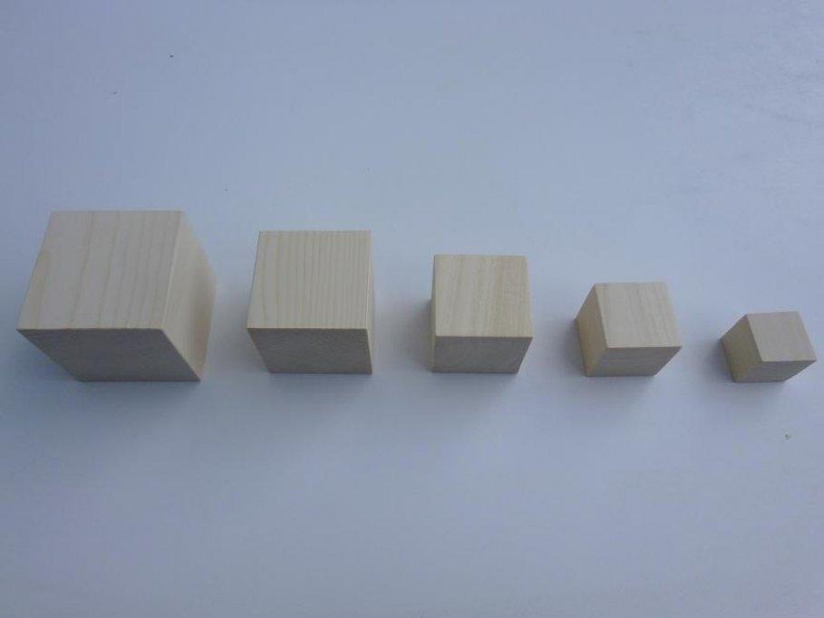 Vand cuburi din lemn,diferite dimensiuni