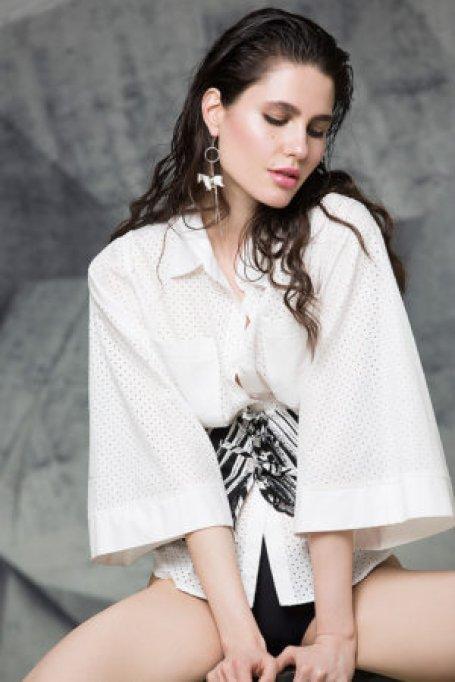 Extravaganta poate atinge noi dimensiuni de indata ce sunt accesate noi nivele vestimentare