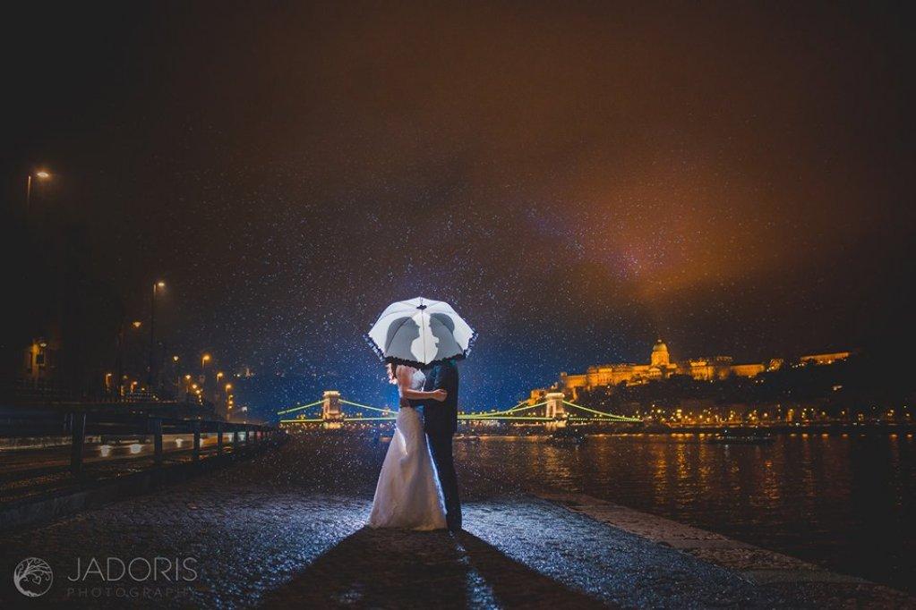 Inregistrarea evenimentelor speciale de catre un fotograf profesionist