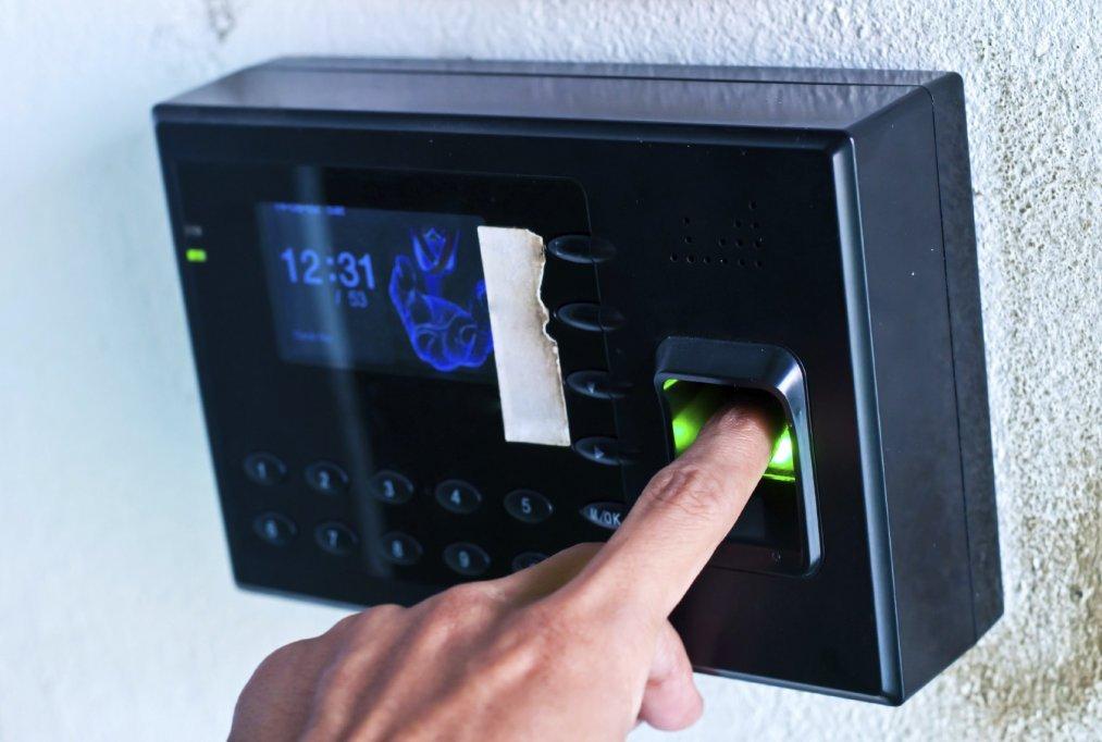 Helinick.ro - Sistem pontaj electronic – O investitie utila pentru toate societatile comerciale moderne