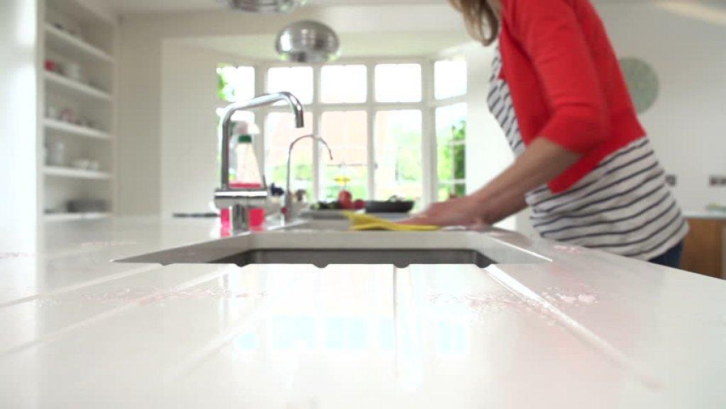 9 pasi pentru a-ti curata casa in momente de criza