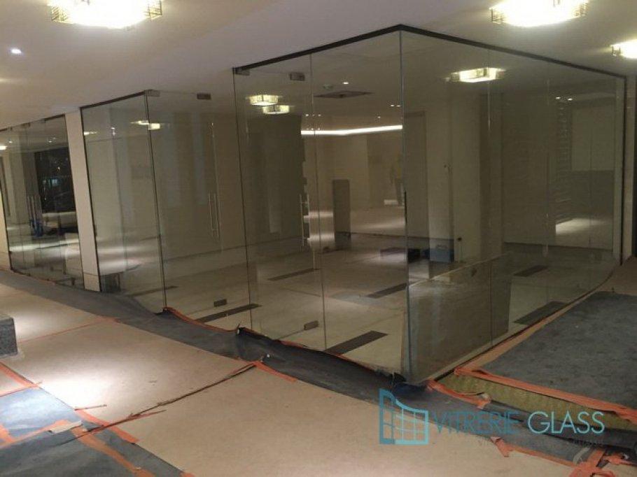 Peretii de sticla iti transforma casa sau afacerea