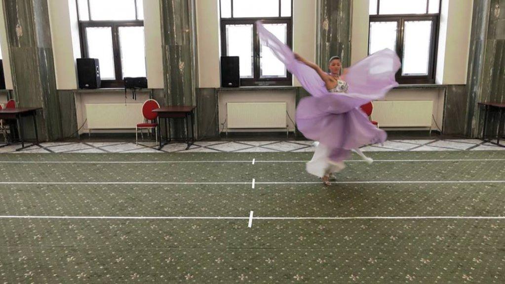 """Spectacolul """"Tabăra de Dans Urban"""" - un entuziast proiect-pilot de dans adaptat pentru persoane cu abilități diferite - a fost prezentat în deschidere"""