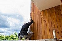 Constructii din lemn in afara casei? Nu uitati de finisarea lor printr-un lac pentru lemn exterior de calitate inalta!