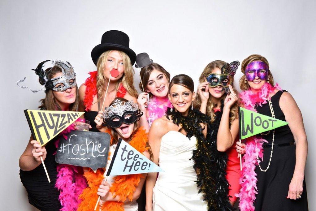 Avantajele pe care ti le ofera inchirierea unei cabine foto pentru nunta