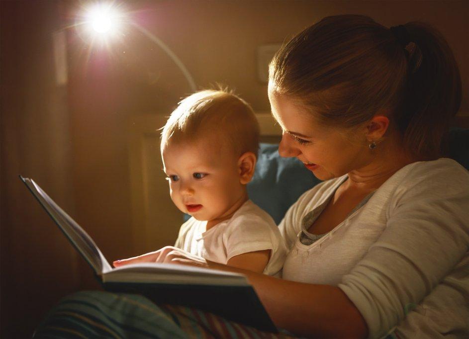 Studiu - Afla de ce e bine să îi citești povesti bebelușului tău?