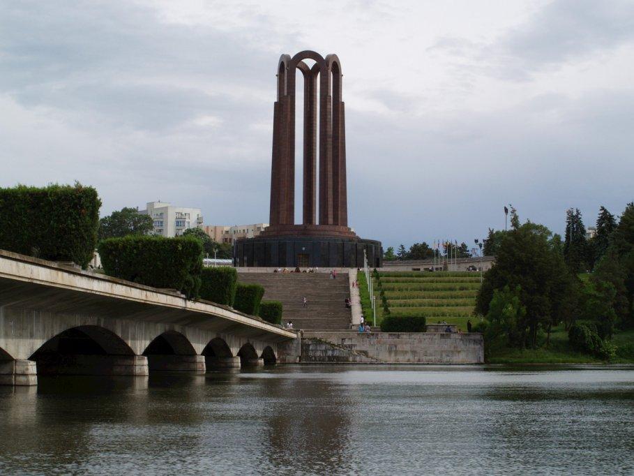 Turul cartierelor uitate, cu ajutorul serviciilor de inchirieri auto din Bucuresti