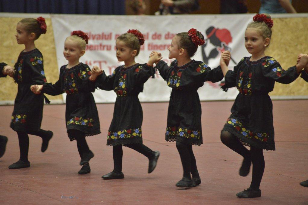 """Festivalului National de Dans Pentru Copii si Tineret """"Triumf"""" 2020"""