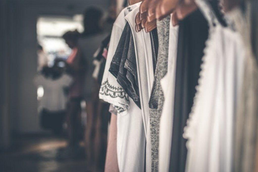 5 lucruri de care să ții cont înainte să-ți cumperi haine noi