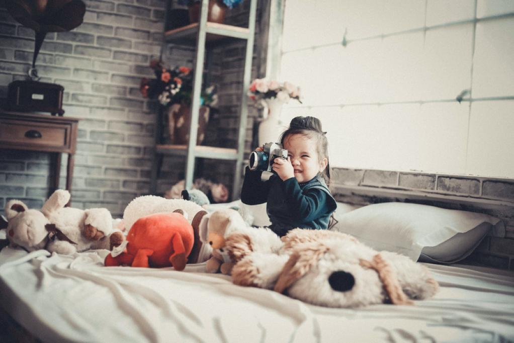7 jocuri și activități pentru cei mici în spațiul sigur al casei