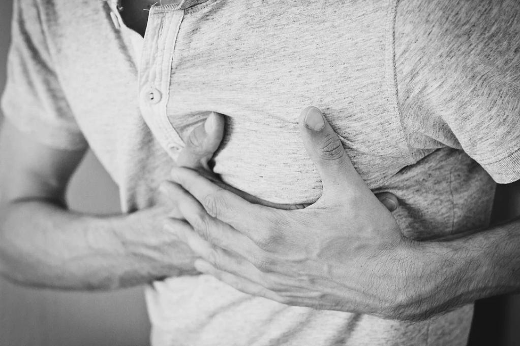 5 simptome care indică un blocaj al arterelor inimii