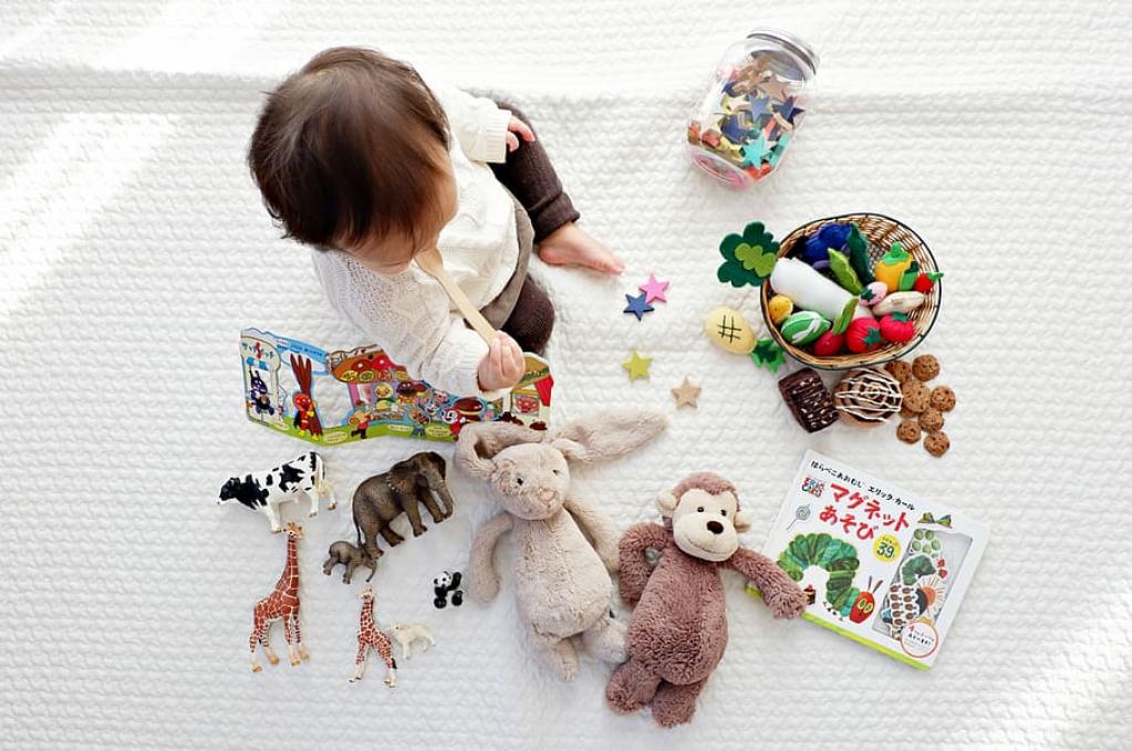 Scutece și jucării - acum pe altex.ro!