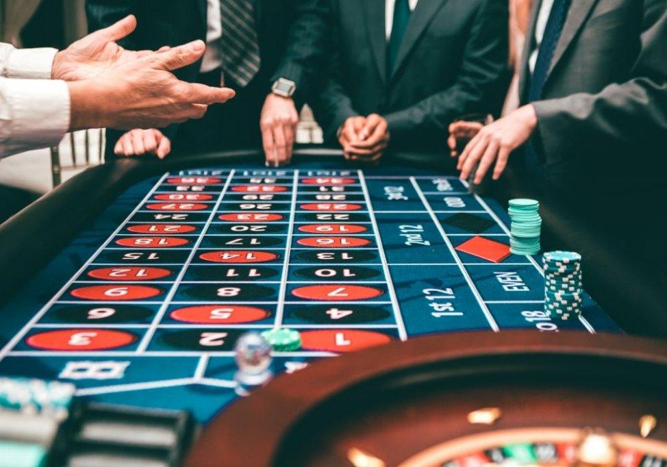 Cele mai tari jocuri de cazino: Sloturi, ruletă și blackjack