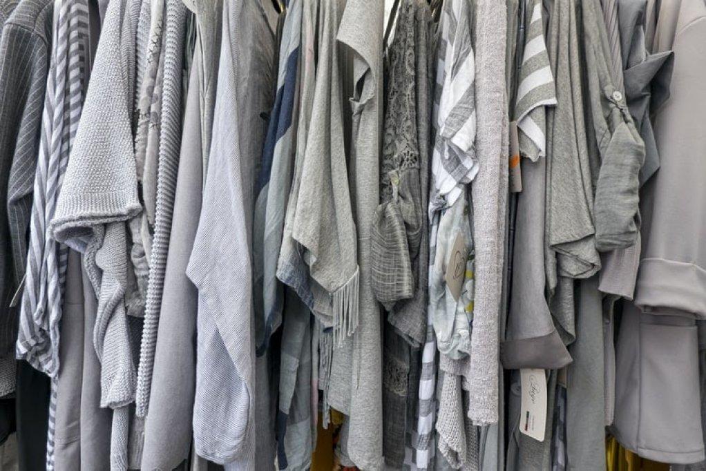 Scapă de dezordine! Află cum să-ți organizezi mai bine hainele