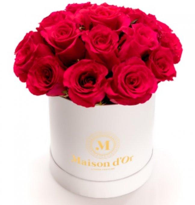 Vrei să dăruiești flori într-o manieră originală și elegantă? Alege unele dintre aceste flori în cutii!