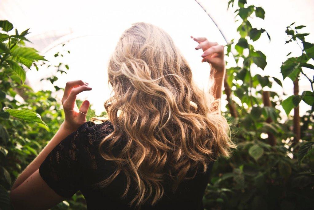 5 remedii pentru obținerea unui păr sănătos și bogat