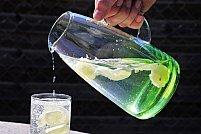 Apa cu lămâie: când te ajută să slăbești și când este contraindicată