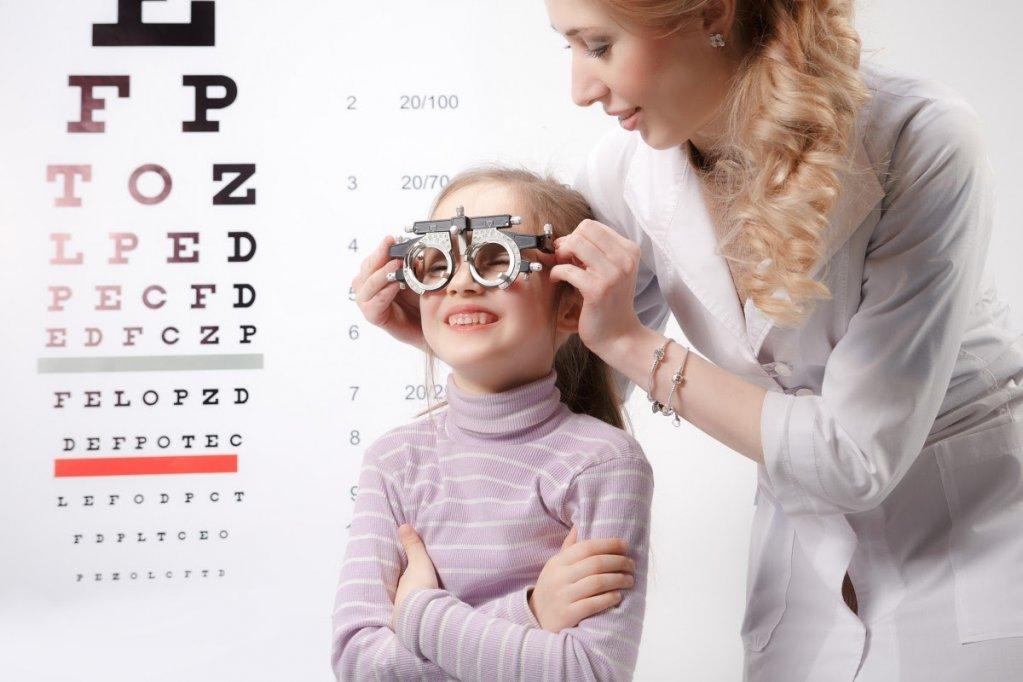 De ce NU trebuie părinții să amâne vizita la oftalmolog a copiilor lor?
