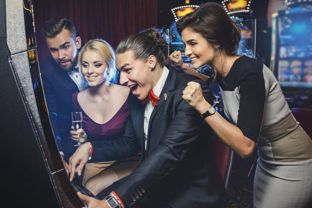 Cum să îți crești șansele de câștig într-un cazinou online