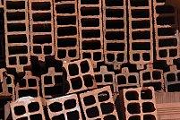 De ce au cărămizile goluri și ce trebuie să știi despre ele