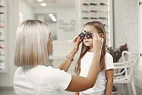 Cum îl convingi pe copilul tău să accepte un consult oftalmologic?