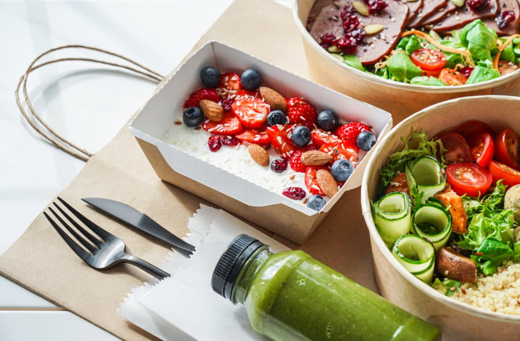 Ce mâncăm la birou? Câteva idei pentru un pachețel sănătos și gustos