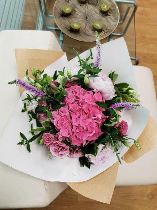 5 sfaturi de la florari priceputi pentru ca buchetele de flori sa dureze mai mult
